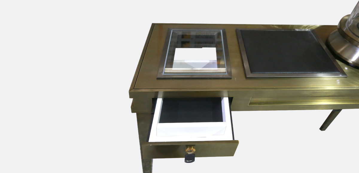 locking countertop jewelry display case